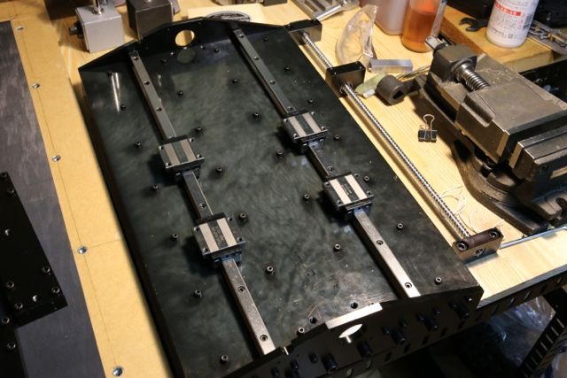 CNCフライス テーブル底面 リニアガイドの取り付け