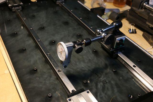 リニアガイド マイクロゲージを使った平行度のチェック