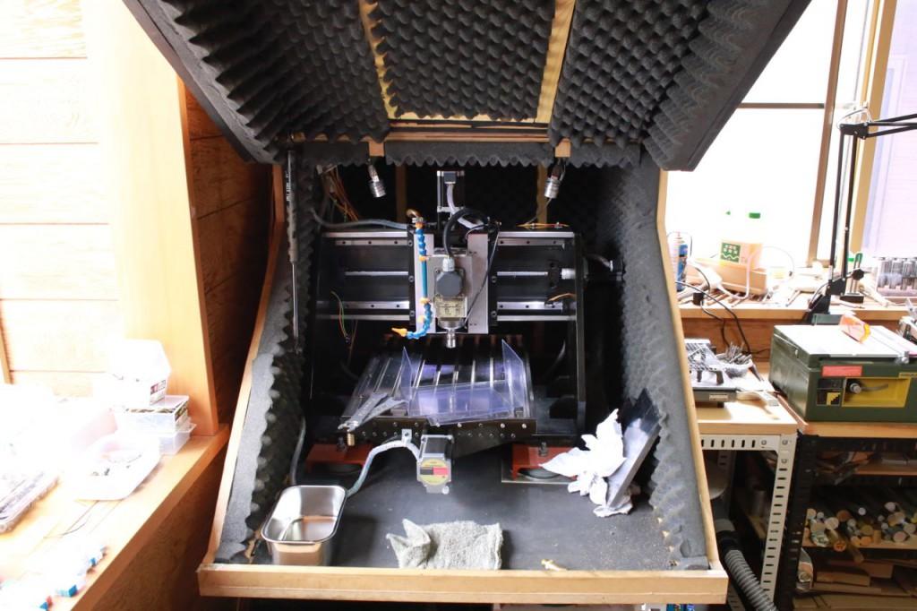 防音ボックスを組立