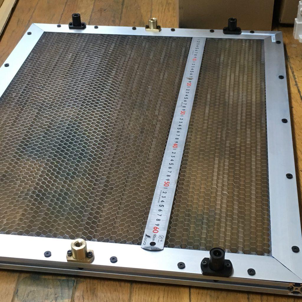 自作レーザーカッターのテーブル。完成した様子。